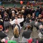 Venezia, 28 gennaio 2018 - festaveneziana in rio di cannaregio - l'arrivo del corteo di barche e maschere con la pantegana e il suo scoppio con il volo dei palloncini(c)Vision/vela